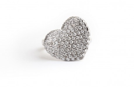White gold heart-shape elegant ring