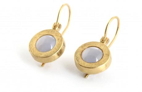 Dandling earrings set with precious stones