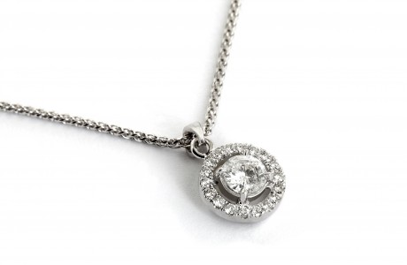 18K white gold pendant set with diamonds