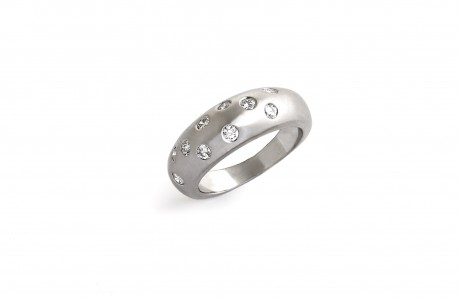 Curved ring with matte finishing