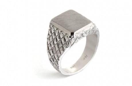 טבעת גבר  אם חריטות מיוחדות
